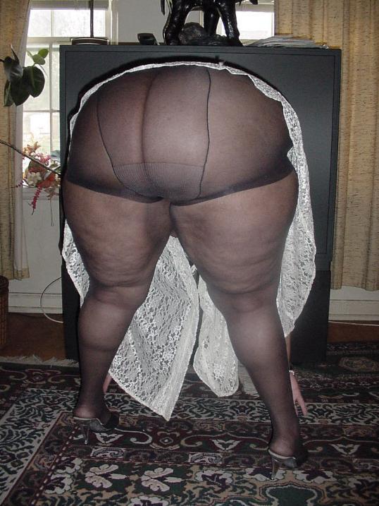 Fat Ass Black Girls Nude - Very big black mama shows her fat ass