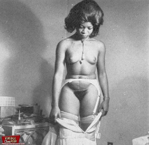 Nude hourglass figure babe
